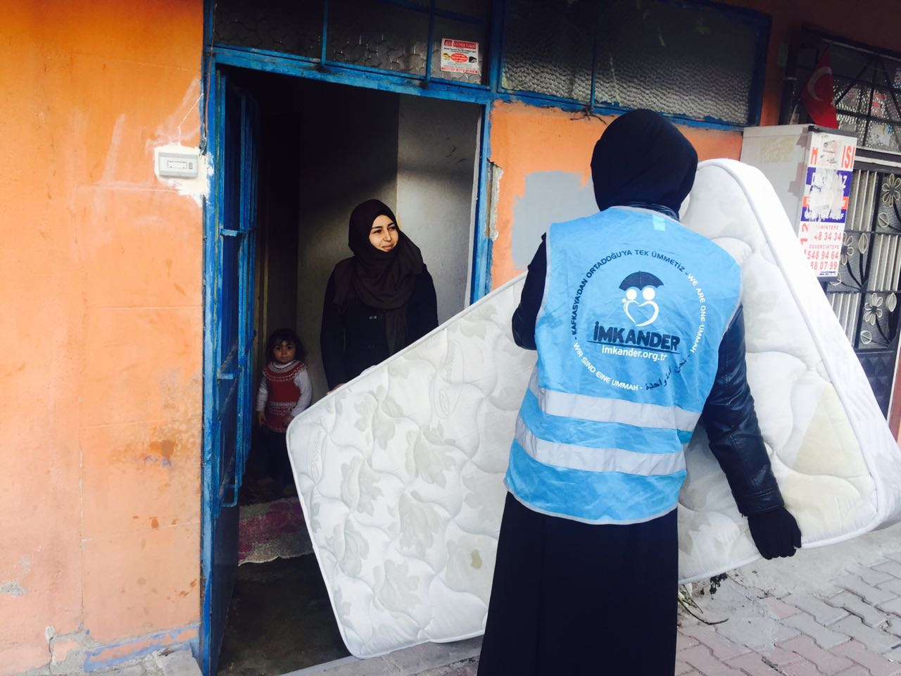 Beds delivered to Syrian refugees